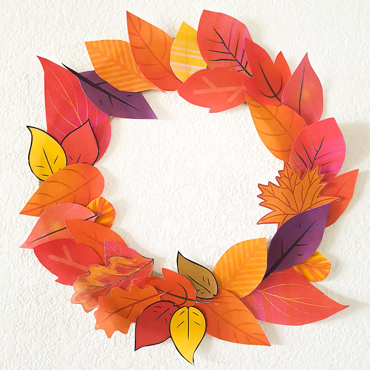 fall wreath made of paper leaves toddler craft