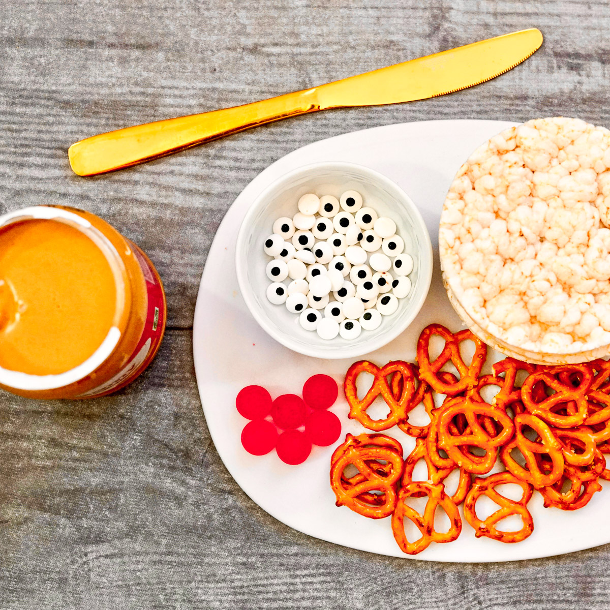 ingredients to make peanut butter rice cakes, a fun christmas snack for toddlers