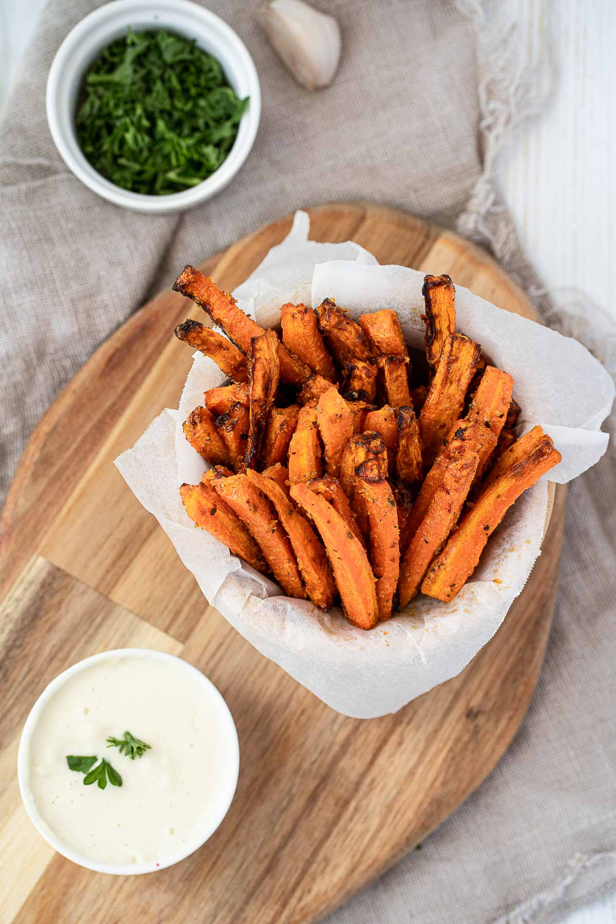 Air fryed carrot fries with aioli dip.